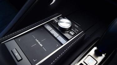 Lexus LC 500h - track pad