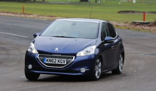 Peugeot 208 front tracking