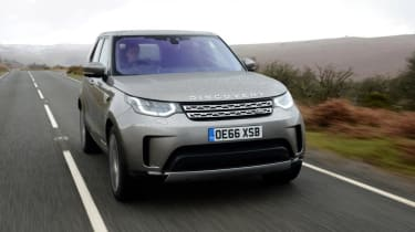 Land Rover Discovery - front panning