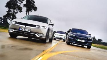 Ioniq 5 vs Volkswagen ID.4 vs Ford Mustang Mach-E
