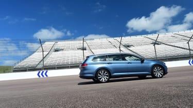 Volkswagen Passat side skew