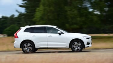 Volvo XC60 T8 - side action