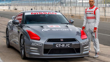 Remote control Nissan GTR/C - Silverstone pitlane