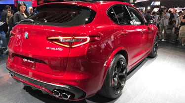 Alfa Romeo Stelvio - show rear/side