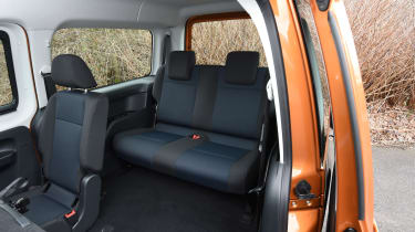 Volkswagen Caddy Maxi Life TSI 2016 - rear seats 2