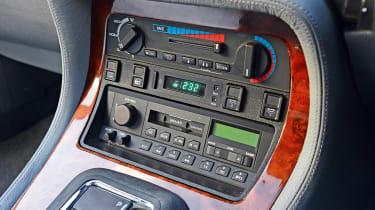 Jaguar XJ40 - interior