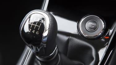 Nissan Pulsar 1.5 dCi Tekna gear lever