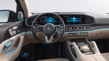 Mercedes GLS - studio dash