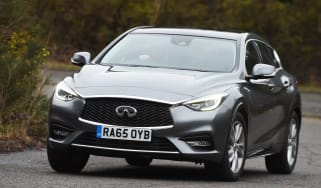 Infiniti Q30 1.6t 2016 - front cornering cropped