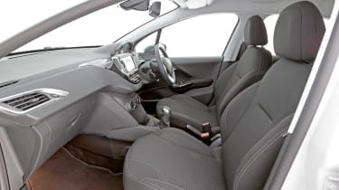 Used Peugeot 208 - front seats
