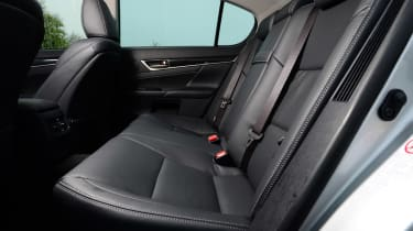 Lexus GS 300h Luxury rear seats
