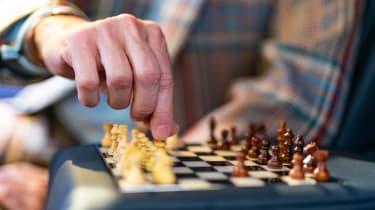 Bentley Bentayga Huntsman - chess board playing