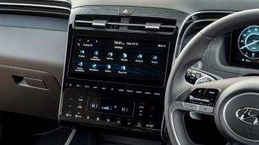 Hyundai Tucson - interior screen