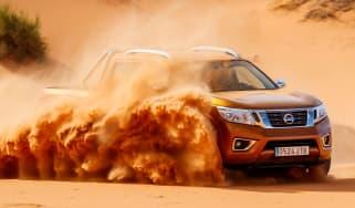 Nissan NP300 Navara pick-up dune - sand driving
