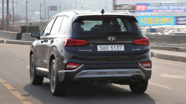 New Hyundai Santa Fe - rear tracking