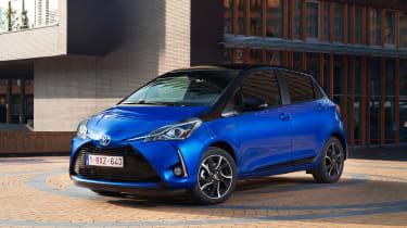 Toyota Yaris Hybrid Bi-Tone - front static