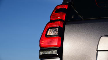Toyota Land Cruiser Utility Commercial - rearlights