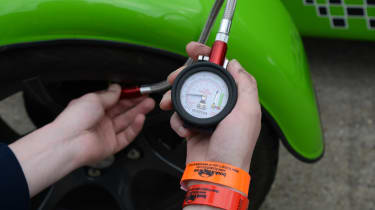 Long-term test review: Caterham 270S - fourth report pressure gauge