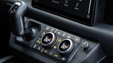 Land Rover Defender V8 - centre console