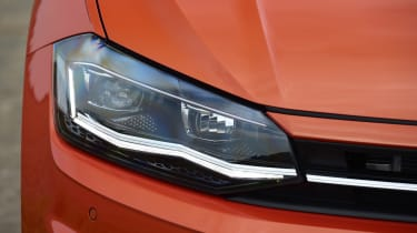 Volkswagen Polo - front light