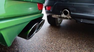 Porsche Macan vs Jaguar F-Pace - exhausts