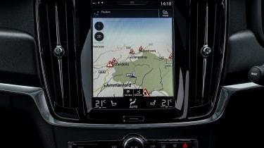 Volvo V90 Cross Country 2017 UK - sat-nav