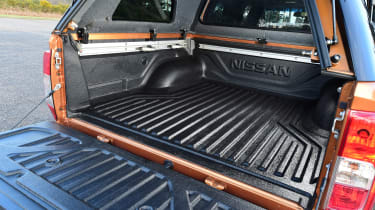 Nissan Navara - load space