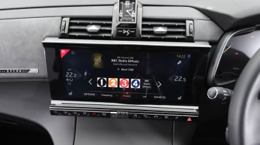 DS 7 Crossback infotainment screen
