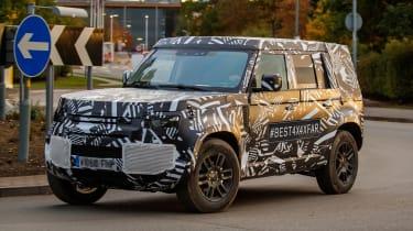 Land Rover Defender - spyshot 1