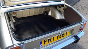 Peugeot 504 - boot