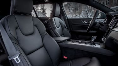 Volvo V60 Cross Country - front seats