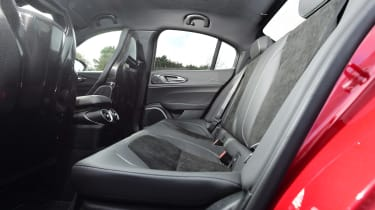 Alfa Romeo Giulia Quadrifoglio - rear seats
