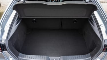 Mazda 3 e-SkyActiv X - boot