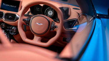 Aston Martin Vantage Roadster - steering wheel