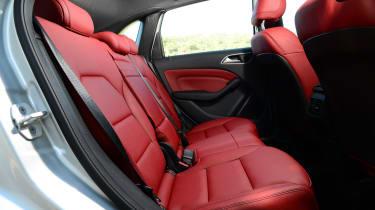 Mercedes B220 CDI 4MATIC Sport - rear seats