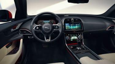 Jaguar XE - studio dash