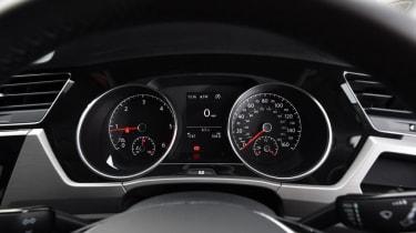 Used Volkswagen Touran - dials