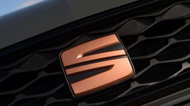 SEAT Leon Cupra R ST ABT - front badge