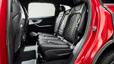 Audi Q7 - studio rear seats