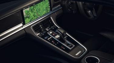 Porsche Panamera Turbo 2017 UK - centre console