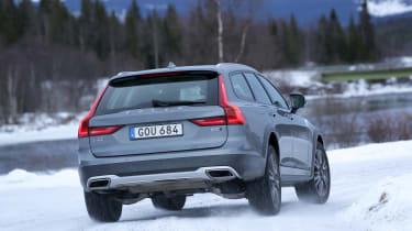 Volvo V90 Cross Country - rear cornering