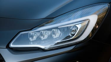 DS 3 Performance review 2016 - headlight