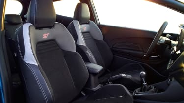 Ford Fiesta ST 2017 - front seats