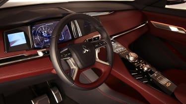 Mitsubishi GT-PHEV Concept cabin