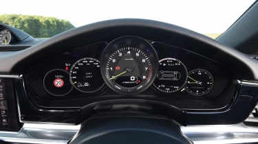 Porsche Panamera 4 E-Hybrid - dials