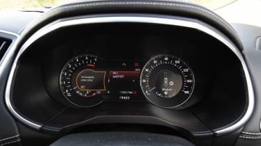 Ford Edge Vignale - dials