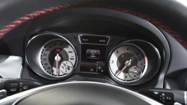 Mercedes GLA - dials