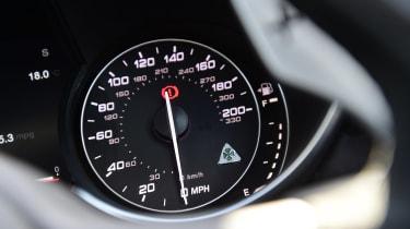 Alfa Romeo Giulia Quadrifoglio - dials