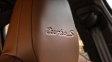 Porsche Cayenne Turbo S E-Hybrid - headrest