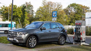 Mercedes GLE 350 de - charging